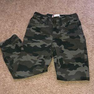Levi's boys jogger. Size 6. M. Camouflage